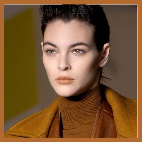 Ear, Lip, Hairstyle, Yellow, Eye, Chin, Forehead, Eyebrow, Eyelash, Style,