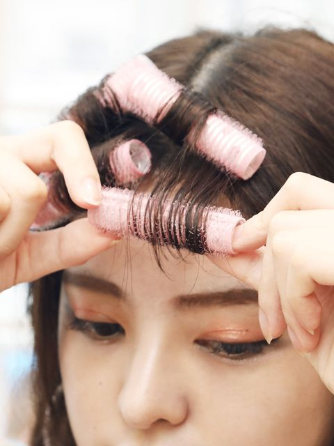 Finger, Cheek, Brown, Hairstyle, Skin, Forehead, Eyebrow, Eyelash, Nail, Beauty salon,