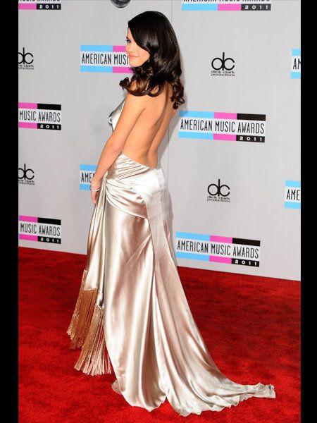 Human, Shoulder, Flooring, Pink, Style, Formal wear, Magenta, Waist, Fashion, Carpet,