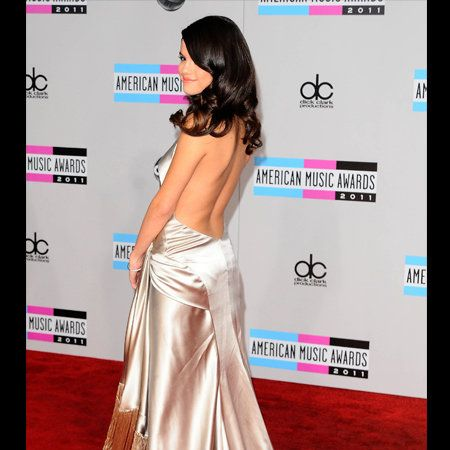 Human, Shoulder, Flooring, Pink, Style, Formal wear, Magenta, Fashion, Waist, Eyelash,