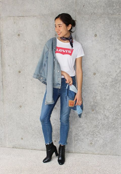 Clothing, Sleeve, Denim, Trousers, Textile, Jeans, Outerwear, Collar, Style, Jewellery,