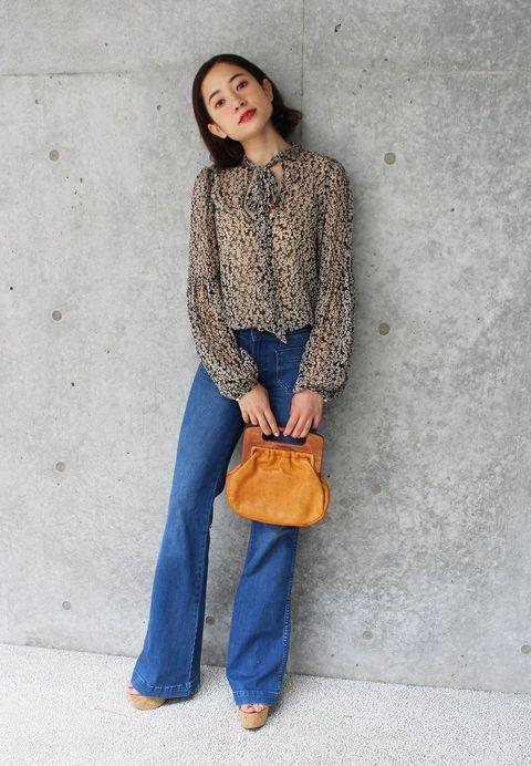 Clothing, Brown, Sleeve, Denim, Shoulder, Jeans, Textile, Bag, Outerwear, Style,