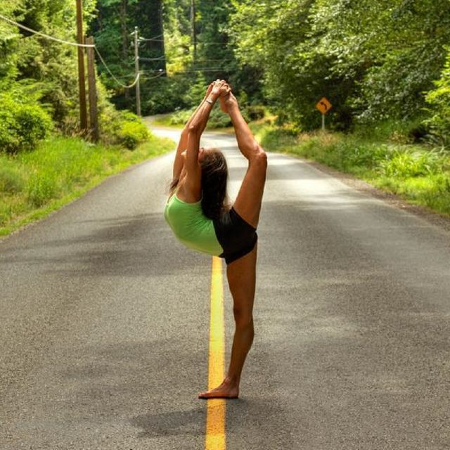 Nature, Sportswear, Tree, Leg, Road, Arm, Physical fitness, Infrastructure, Summer, Stretching,