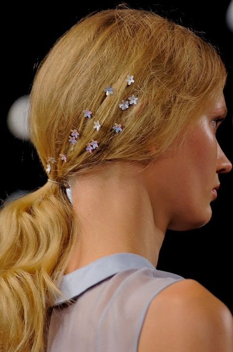 Hair, Hairstyle, Forehead, Hair accessory, Style, Eyelash, Beauty, Headgear, Fashion, Blond,