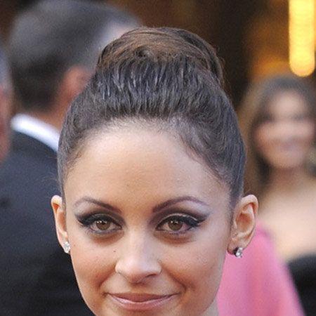 Head, Ear, Lip, Hairstyle, Forehead, Eyelash, Eyebrow, Style, Earrings, Beauty,