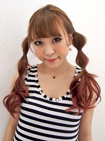Clothing, Lip, Hairstyle, Chin, Shoulder, Eyebrow, Eyelash, Jewellery, Style, Jaw,