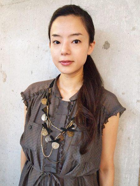 Clothing, Ear, Lip, Hairstyle, Sleeve, Forehead, Textile, Collar, Style, Street fashion,