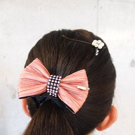 Hairstyle, Forehead, Hair accessory, Style, Headgear, Costume accessory, Fashion accessory, Beauty, Liver, Headpiece,