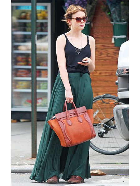 Brown, Bag, Textile, Sunglasses, Fashion accessory, Style, Street fashion, Jewellery, Luggage and bags, Bicycle wheel,