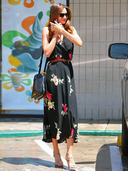 Street fashion, Fashion accessory, Bag, Sunglasses, Luggage and bags, Goggles, Day dress, Singing, Sandal, Ankle,