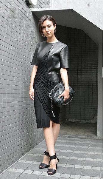 Clothing, Sleeve, Dress, Shoulder, Human leg, Joint, Style, Jewellery, Waist, Knee,