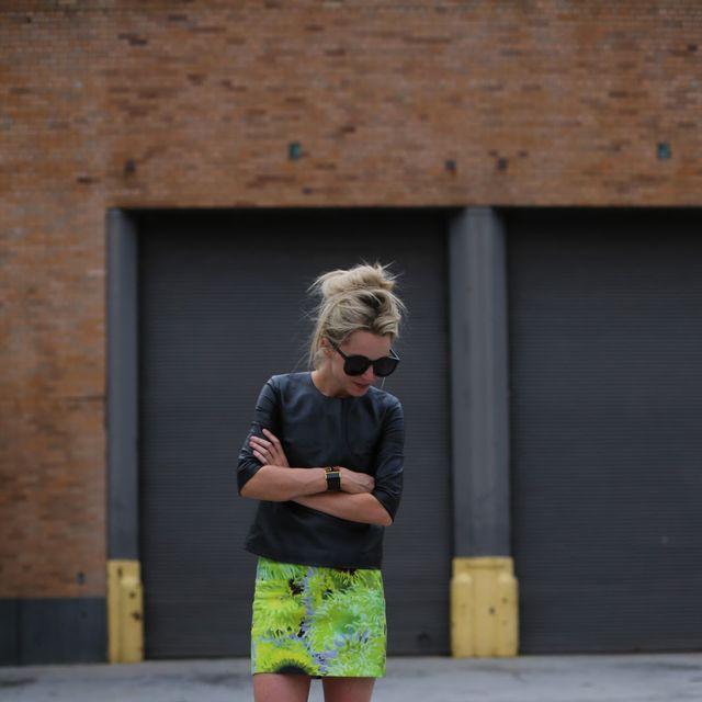 Clothing, Leg, Human leg, Joint, Standing, Style, Shorts, Street fashion, T-shirt, Knee,