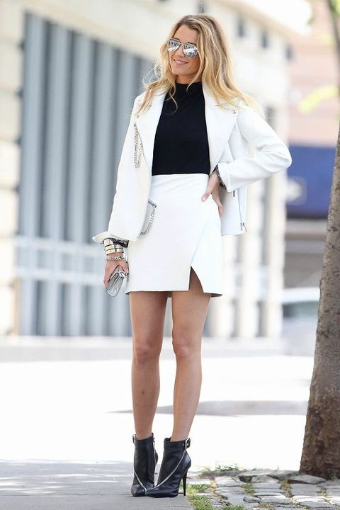 Clothing, Sleeve, Shoulder, Human leg, Joint, Outerwear, Bag, Street fashion, Style, Collar,