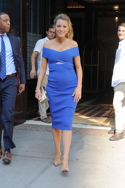 Clothing, Leg, Blue, Dress shirt, Trousers, Shoulder, Standing, Shirt, Joint, Outerwear,