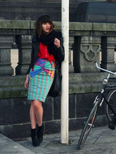Clothing, Bicycle tire, Bicycle frame, Bicycle wheel rim, Bicycle wheel, Plaid, Bicycle fork, Tartan, Textile, Bicycle,