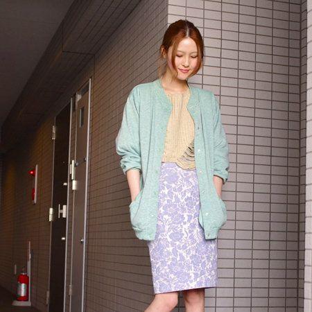 Clothing, Footwear, Sleeve, Shoulder, Human leg, Textile, Joint, Style, Pattern, Street fashion,