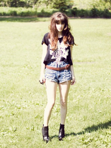 Clothing, Leg, Human body, Human leg, Denim, Textile, T-shirt, Style, Shorts, Summer,