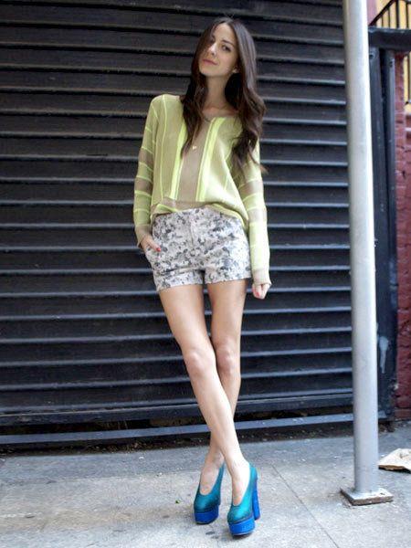 Clothing, Leg, Sleeve, Human body, Human leg, Shoulder, Joint, Outerwear, Style, Street fashion,