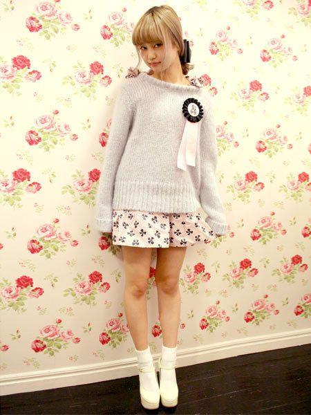 Clothing, Sleeve, Textile, White, Pink, Pattern, Style, Fashion, Bangs, Street fashion,