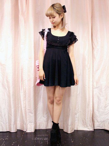 Clothing, Sleeve, Dress, Shoulder, Textile, One-piece garment, Formal wear, Day dress, Cocktail dress, Fashion,