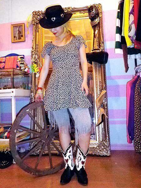 Textile, Hat, Style, Sun hat, Fashion, Street fashion, Picture frame, Waist, Retail, Fashion design,