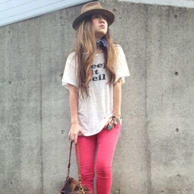 Clothing, Leg, Brown, Hat, Sleeve, Shoulder, Textile, Joint, Outerwear, T-shirt,