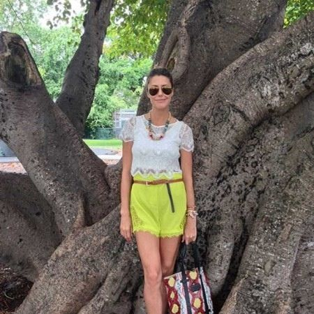 Sunglasses, Human body, Woody plant, Trunk, People in nature, Waist, Trunk, Street fashion, Thigh, Bag,