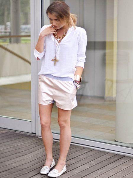 Clothing, Sleeve, Human leg, Shoulder, Joint, White, Style, Jewellery, Knee, Waist,
