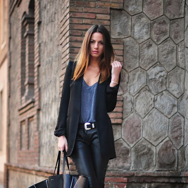Clothing, Brown, Sleeve, Shoulder, Joint, Outerwear, Coat, Style, Street fashion, Bag,