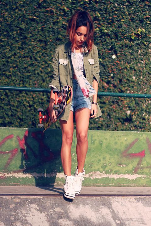 Clothing, Bag, Human leg, Outerwear, Style, Street fashion, Fashion accessory, Luggage and bags, Knee, Athletic shoe,
