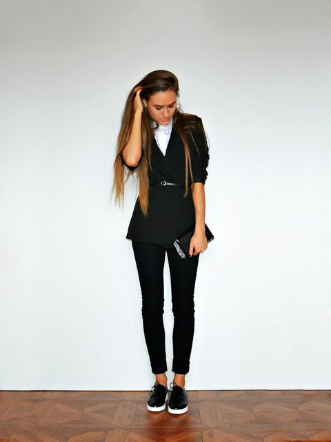 Sleeve, Collar, Joint, Outerwear, Standing, Style, Knee, Street fashion, Fashion, Neck,