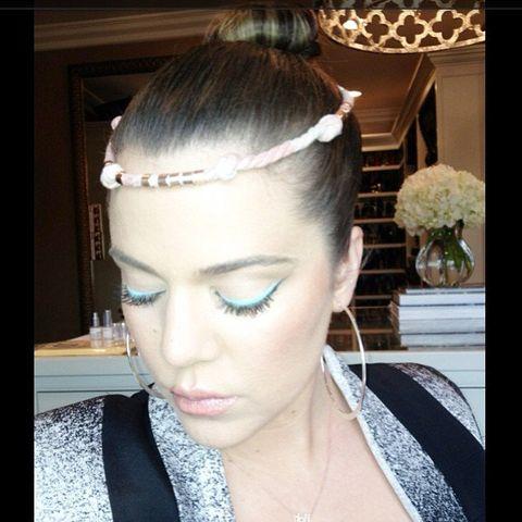 Ear, Hairstyle, Forehead, Eyebrow, Eyelash, Hair accessory, Style, Jaw, Beauty, Fashion,