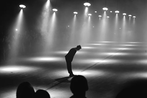 Black, Performance, Entertainment, Performing arts, Light, Black-and-white, Water, Performance art, Stage, Monochrome photography,