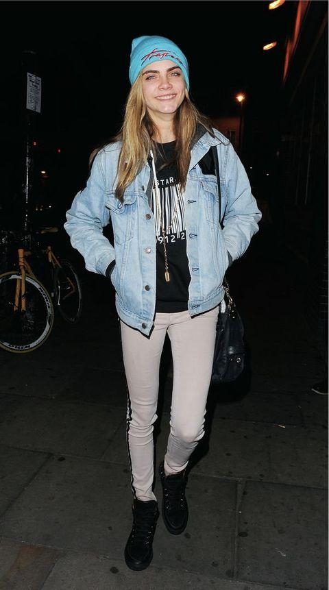 Textile, Outerwear, White, Jacket, Bicycle wheel, Style, Cap, Street fashion, Bag, Winter,