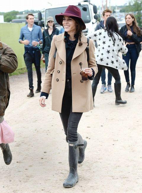 Clothing, Footwear, Leg, Winter, Coat, Jacket, Trousers, Human body, Textile, Bag,
