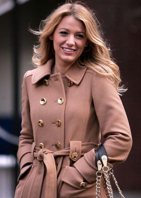 Trench coat, Coat, Clothing, Street fashion, Fashion, Fashion model, Outerwear, Overcoat, Blond, Long hair,