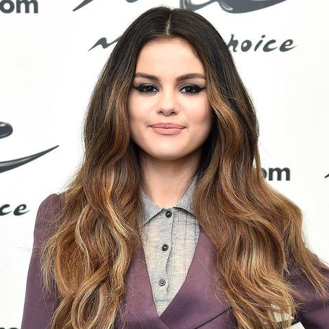 Lip, Hairstyle, Forehead, Eyebrow, Collar, Eyelash, Style, Long hair, Logo, Beauty,