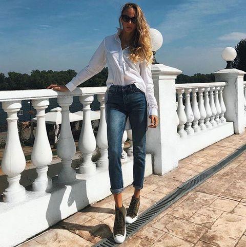 White, Clothing, Jeans, Footwear, Fashion, Street fashion, Denim, Beauty, Shoe, Sportswear,