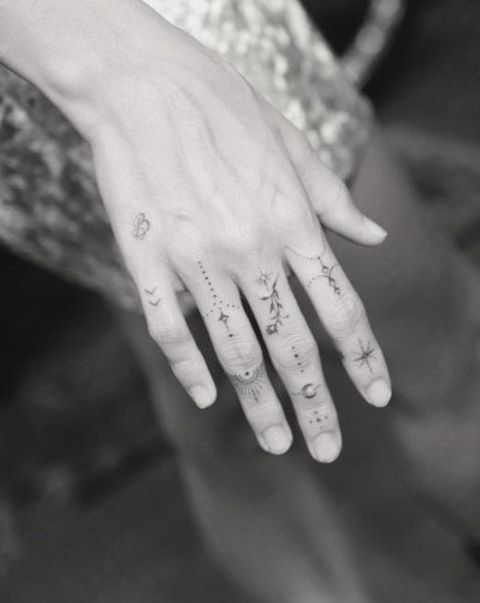 Finger, Skin, Hand, Jewellery, Nail, Style, Wrist, Monochrome photography, Monochrome, Interaction,