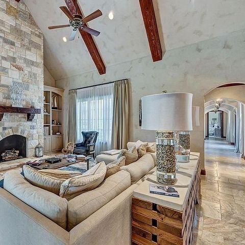 Room, Interior design, Property, Furniture, Living room, Ceiling, Bedroom, Wall, Building, Floor,