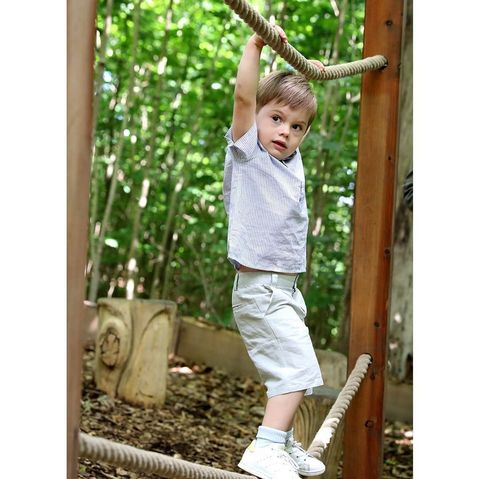 Baby & toddler clothing, People in nature, Knee, Toddler, Human settlement, Play, Swing, Outdoor play equipment, Sneakers, Calf,