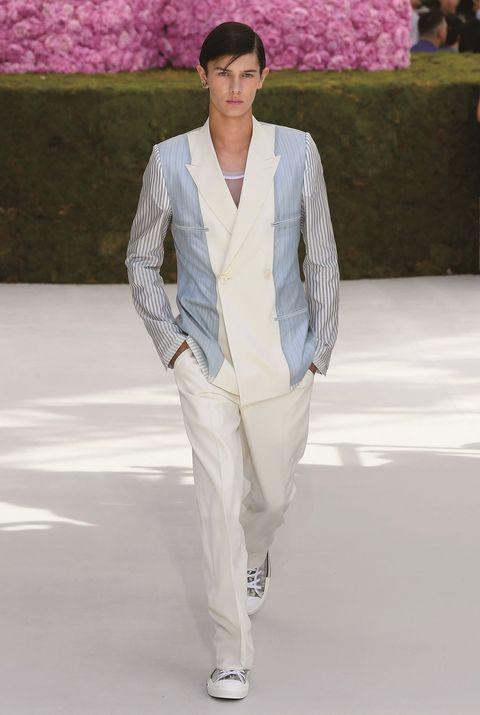 Sleeve, Human body, Style, Fashion model, Street fashion, Blazer, Fashion, Fashion show, Black hair, Spring,