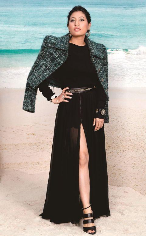 Clothing, Sleeve, Formal wear, Style, Coastal and oceanic landforms, Ocean, Street fashion, Beach, Fashion, Fashion model,