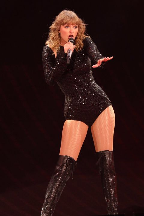 Thigh, Clothing, Performance, Leg, Blond, Footwear, Latex clothing, Performing arts, Human body, Singer,