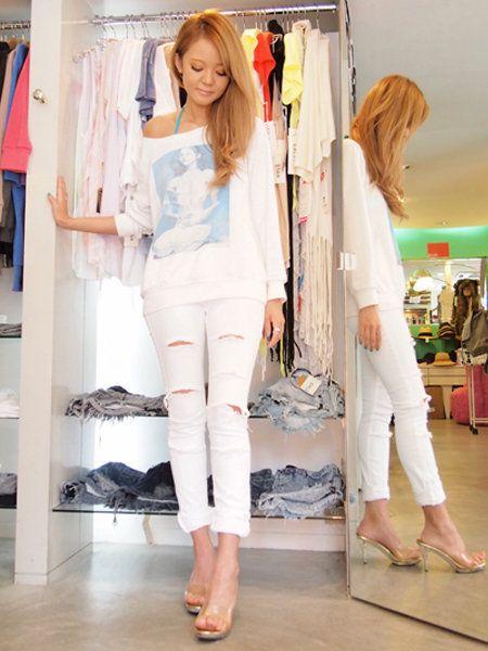 Textile, Floor, Flooring, Style, Beauty, Fashion, Foot, Clothes hanger, Fashion design, Peach,