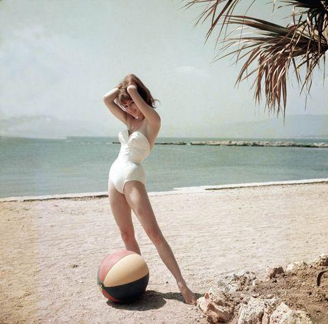 Beauty, Leg, Vacation, Summer, Ball, Palm tree, Photography, Photo shoot, Model, Human leg,