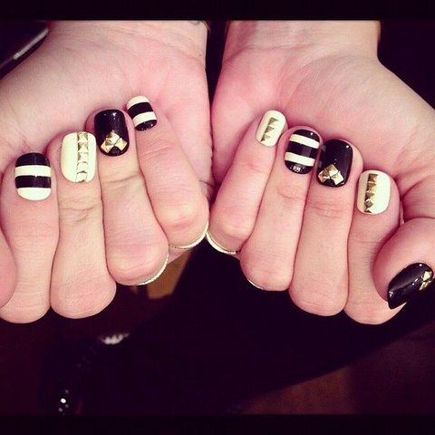 Finger, Skin, Nail, Nail care, Nail polish, Manicure, Style, Black, Snapshot, Close-up,