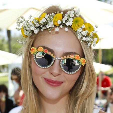 Eyewear, Vision care, Lip, White, Fashion accessory, Sunglasses, Style, Sleeveless shirt, Hair accessory, Summer,