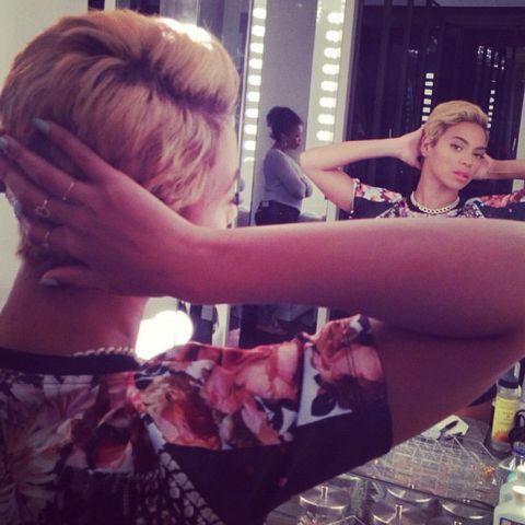 Hair, Human, Hand, Drink, Back, Blond, Brown hair, Flesh, Water bottle, Bottle,