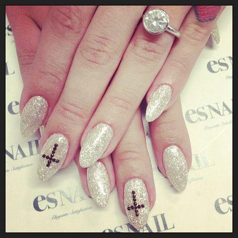 Finger, Blue, Nail, Nail care, Nail polish, Pink, Style, Magenta, Fashion, Purple,